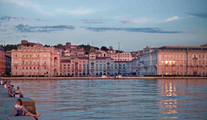 Trieste, foto di Giacomo Perasti per la copertina di 'Trieste, la bella addormentata'